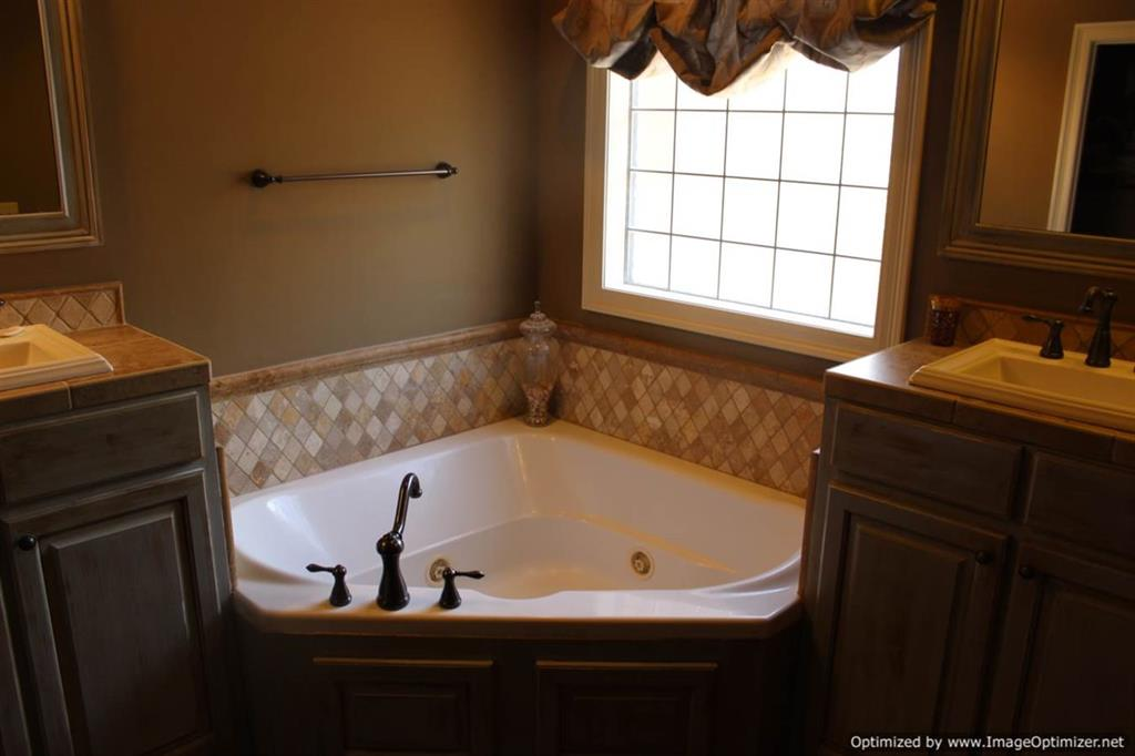 Jetted Tub In Master Bathroom 4 Corner Properties