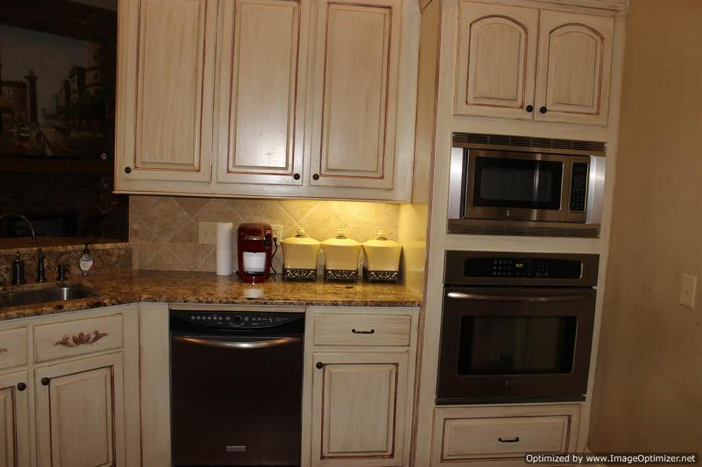 Kitchen With Granite Counter Tops 4 Corner Properties