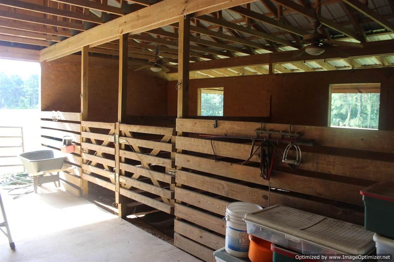 Mississippi madison county canton - Barn W Tack Room Storage