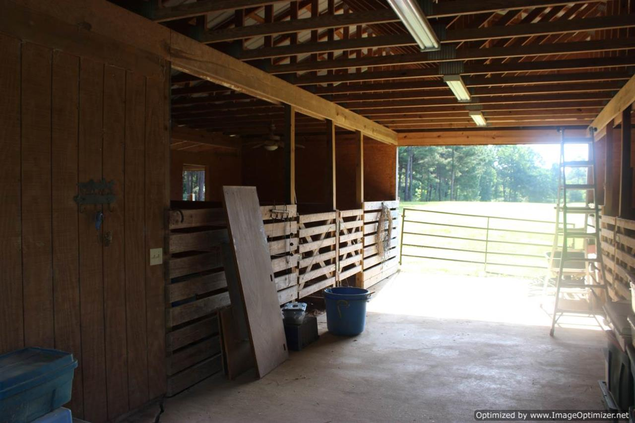 Barn W/ Tack Room U0026 Storage