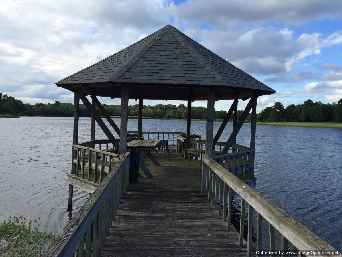 Pier gazebo on the lake 4 corner properties for Ranches for sale in mississippi